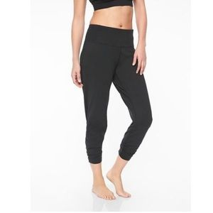 Athleta cinched ankle joggers black size small